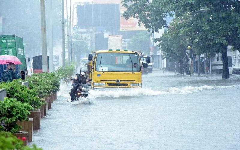 pearlonenews Flood கொழும்பு உட்பட பல இடங்களில் வீதிகளில் வெள்ளம்