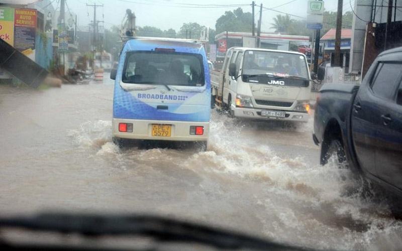 pearlonenews Flood கொழும்பு உட்பட பல இடங்களில் வீதிகளில் வெள்ளம்2