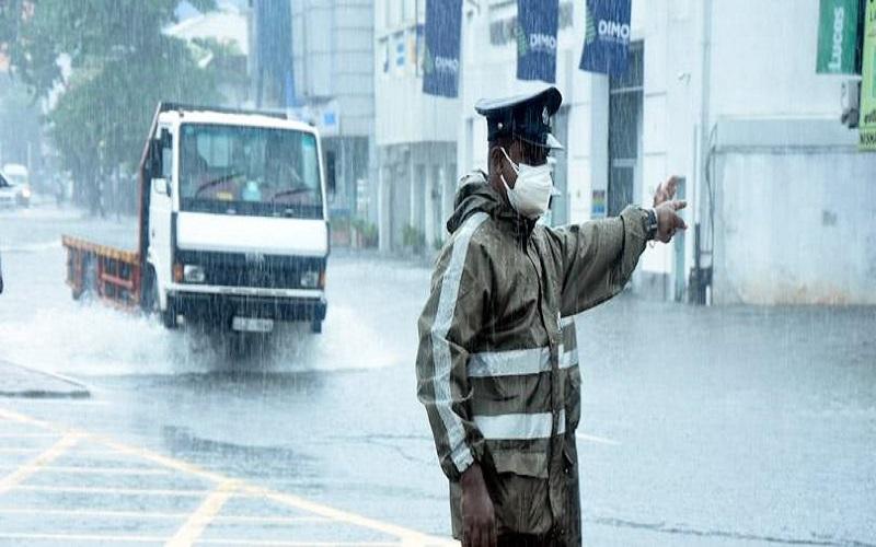 pearlonenews Flood கொழும்பு உட்பட பல இடங்களில் வீதிகளில் வெள்ளம்3